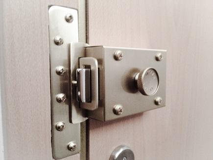 ¿Cómo debo cuidar las cerraduras de mi casa?