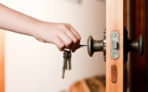 ¿Cubre el seguro los servicios de los cerrajeros?